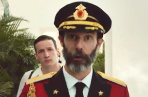 cp b s new hotels com ad introduces the obnoxious captain obvious
