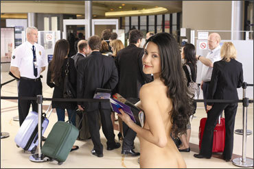 naked-at-the-airport