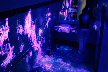 Here S A Fantastic Use Of Ambient Advertising In German Bathroom Where The Lights Were Set To Flicker Off And Show Black Light Residue Brutal Crime