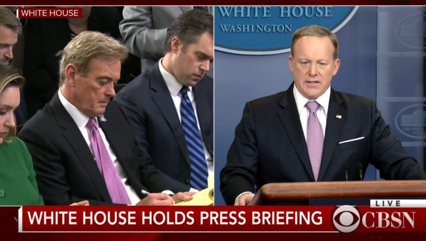 John roberts tie is not on backwards tvnewser at the start of the white house press briefing today fox news correspondent john roberts was among the press corps trying to help out press secretary sean ccuart Image collections
