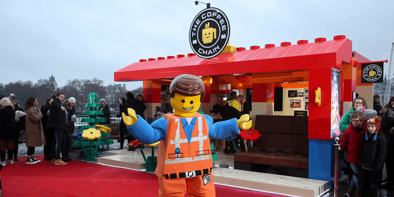 This London Pop Up Coffee Shop Was Made From 50 000 Legos And Took 236 Hours To Assemble