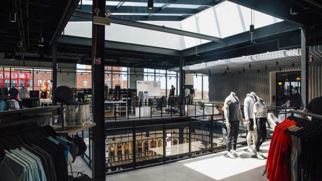 Lululemon Morphs Into a Gym as Retailers With Experiences Sell
