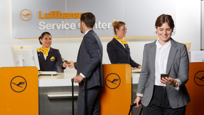 Lufthansa workers and people at Lufthansa Service Center