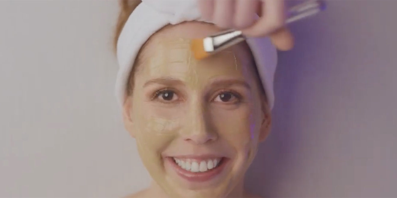 vanessa bayer gets a facial