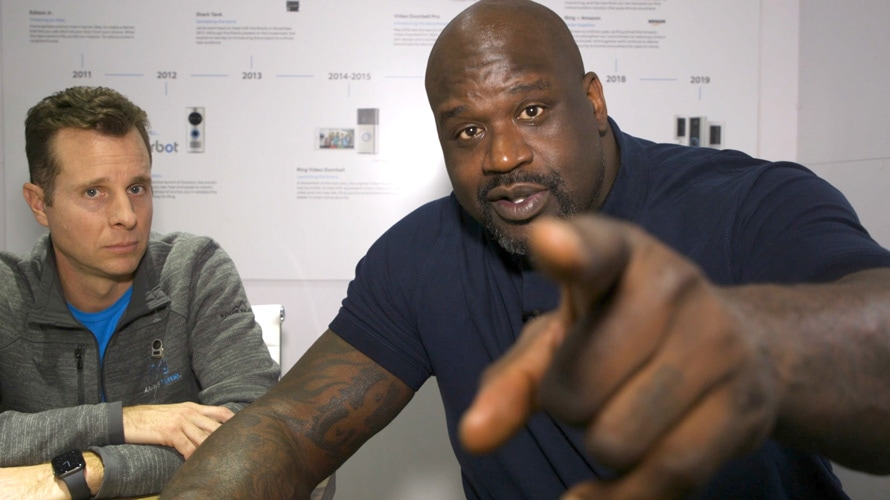 shaquille o'neal pointing at the camera