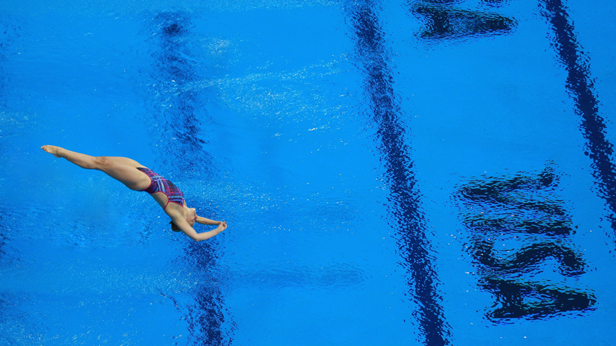image of Olympic diver into pool with Visa logo