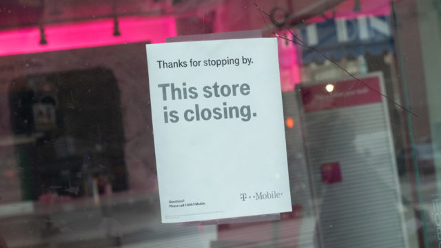 sign that says this store is closing