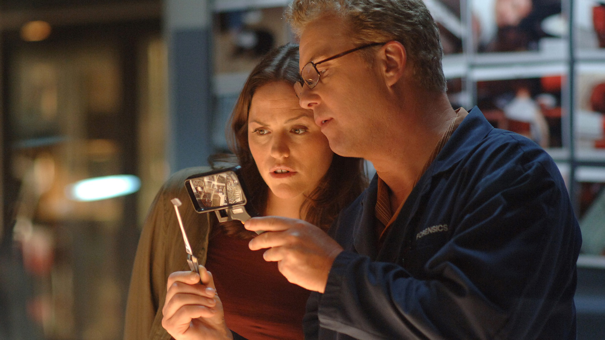 two characters from CSI talking in an epsisode