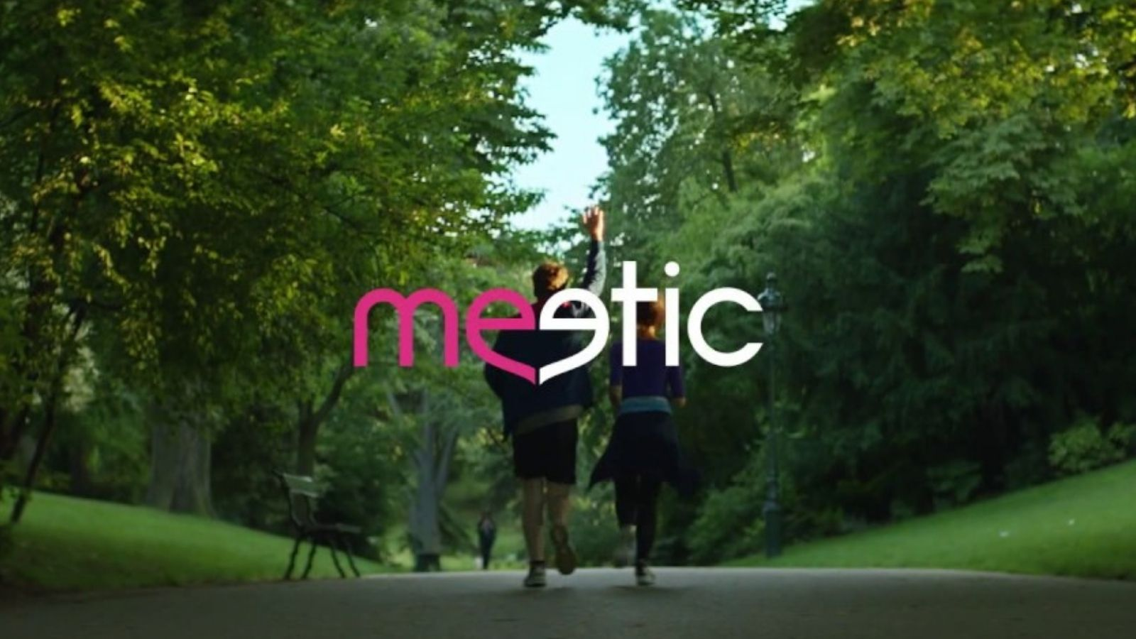 Meetic copy over couple running on treed path