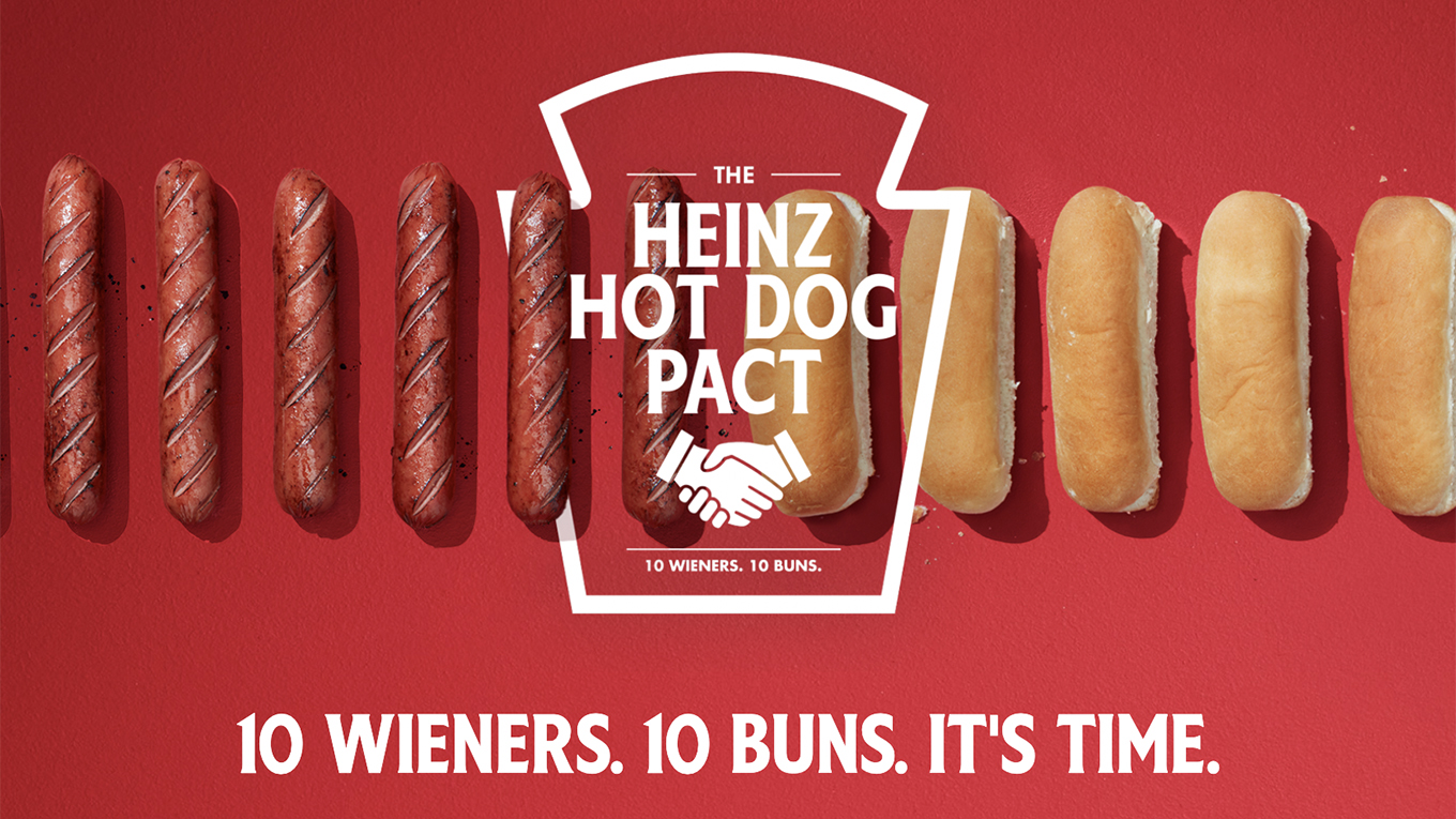 hot dogs and buns