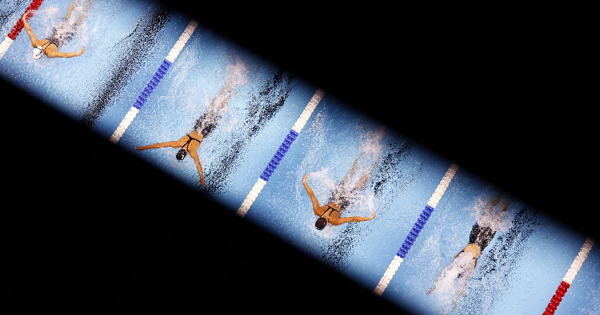 Bird's eye view on swimmers and view is obstructed.
