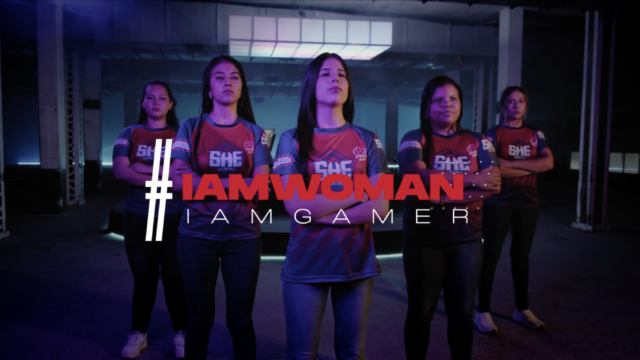 Female gamers in formation