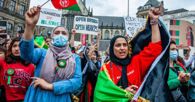 Photo of Afghans protesting.